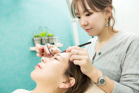 美容師としても活躍するスタイリストが担当